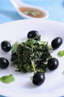 Free Spinach With Black Olives Stock Images - 8240514