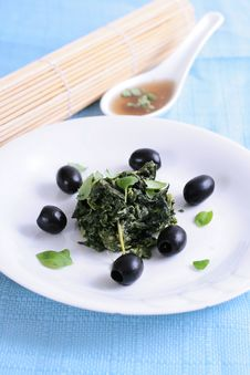 Free Spinach With Black Olives Stock Photography - 8240672