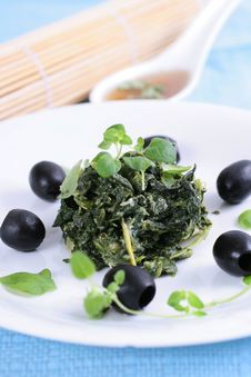 Free Spinach With Black Olives Stock Photography - 8240832
