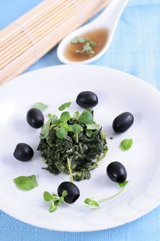 Free Spinach With Black Olives Stock Photography - 8240962