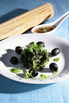 Free Spinach With Black Olives Royalty Free Stock Image - 8241046