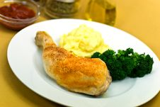 Free Roasted Chicken Leg.close Up Stock Image - 8244341