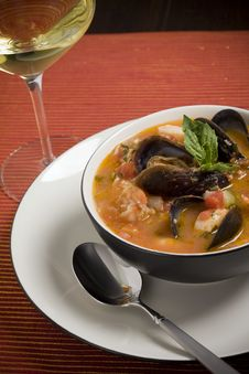 Free Mussel, Shrimp And Scallop Soup Royalty Free Stock Photo - 8254335