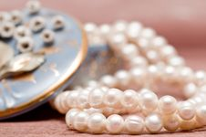 Free Beads Of Pearl Stock Photos - 8256043