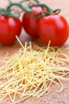 Free Heap Of Vermicelli On The Cutting Board Royalty Free Stock Photography - 8262907