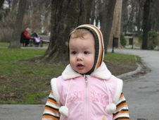 Free Girl In The Park Royalty Free Stock Photography - 8273377