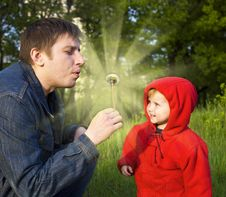 Free Daddy And A Small Daughte Royalty Free Stock Image - 8273956