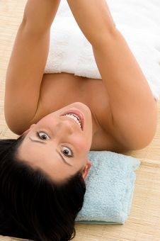 Free Smiling Woman Scrubbing Her Body Royalty Free Stock Photos - 8275088