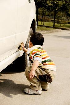 Free Boy Washing Car Royalty Free Stock Photos - 8278108