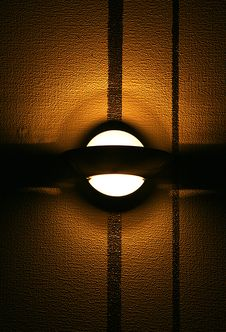 Free Lamp On A Brown  Wall Stock Photography - 8280392
