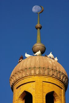 Free Crescent Of A Mosque Royalty Free Stock Photography - 8283787