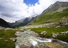 Free Mountain And River Landscape Royalty Free Stock Image - 8289386