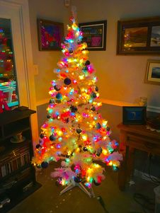 Free Colorful Christmas Tree Royalty Free Stock Photography - 82895657