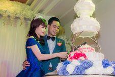 Free Wedding Couple Cutting Wedding Cake Stock Image - 82895681