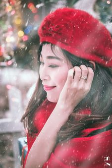 Free Outdoor Winter Portrait Of Woman In Red Royalty Free Stock Photo - 82898195