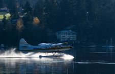 Free Seaplane On Lake Or River Royalty Free Stock Image - 82899256