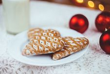 Free Gingerbread Cookies And Milk Royalty Free Stock Photos - 82899618