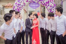 Free Wedding Couple Under Banner Stock Photography - 82899762