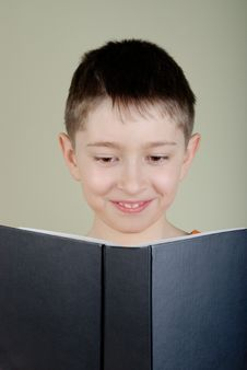 Free Boy Reading A Book Royalty Free Stock Images - 8298459