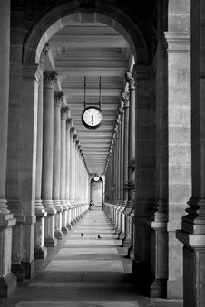 Free Colonnade Royalty Free Stock Photography - 8299067