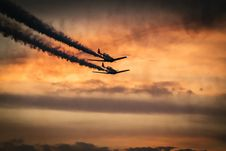 Free Airplanes In Sky With Smoke Trails Stock Images - 82900014