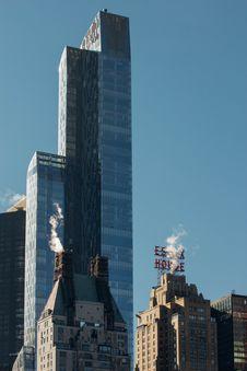 Free Modern Skyscraper Against Blue Skies Stock Photos - 82911893