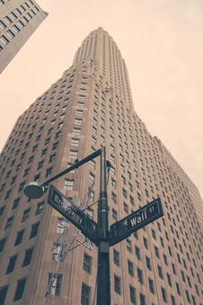 Free Wall Street And Broadway Sign In New York Stock Image - 82911931
