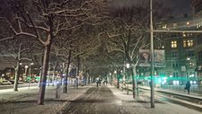 Free Snowy City Streets At Night Stock Photo - 82913160