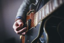 Free Hands Playing Electric Guitar Stock Images - 82930774