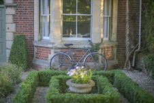 Free Grey Mountain Bike Leaning On Brown Wall Brick In Garden Stock Photos - 82931273