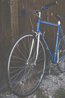 Free Blue City Bike Beside Brown Wooden Fence Stock Photo - 82931450
