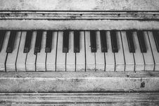 Free Grayscale Piano Keys Royalty Free Stock Image - 82931806