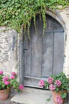 Free Closed Brown Wooden Garden Door Royalty Free Stock Images - 82932089