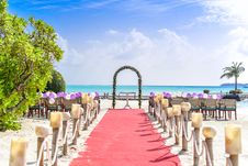 Free Beach Wedding Event Under White Clouds And Clear Sky During Daytime Stock Photography - 82933152