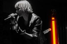 Free Rock Band Lead Singer Wearing Black Jacket And Wireless Microphone Stock Images - 82933374