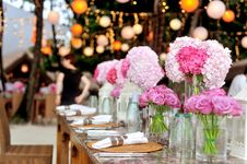 Free Table With Plates And Flowers Filed Neatly Selective Focus Photography Stock Photo - 82935410
