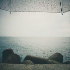 Free Umbrella Near Sand At Shore Under Grey Sky Royalty Free Stock Images - 82935459