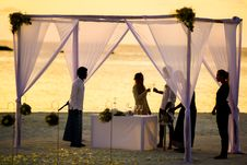 Free Beach Wedding During Sunset Stock Images - 82935574