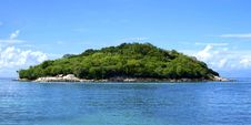 Free Island Covered With Green Trees Under The Clear Skies Stock Photos - 82936453