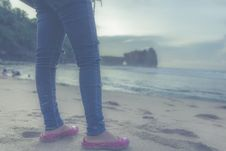 Free Person In Blue Jeans And Pink Flats In Front Of Seashore Royalty Free Stock Photos - 82936488