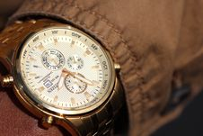 Free Person Wearing Silver Linked Chronograph Watch Royalty Free Stock Photos - 82936888