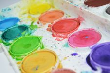 Free Pallet Of Watercolor Paints Stock Photo - 82937870