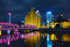 Free Pink Bridge With Yellow Buildings Photo Royalty Free Stock Image - 82938636