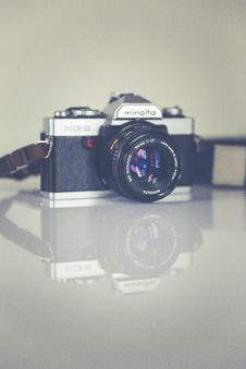 Free Silver Minolta Dslr Camera Stock Photography - 82939222