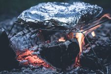 Free Foil Cooked On Metal Grill Stock Photo - 82945000