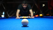 Free Man Setting Up Pool Balls Royalty Free Stock Photos - 82945178