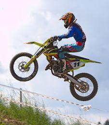 Free Person Doing Stunt In Motocross Dirt Bike Stock Photo - 82946090