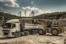 Free Front Load Loader Beside White Dump Truck Stock Photos - 82946893