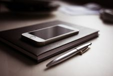 Free Silver Iphone 6 Stock Images - 82948154