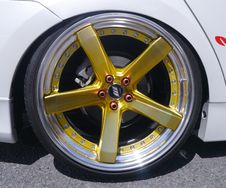 Free Yellow 5 Spoke Car Wheel Royalty Free Stock Image - 82948456
